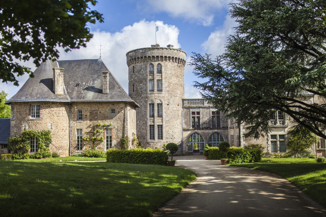 Le Donjon is a 15th century castle vacation rental available on HomeAway.com.