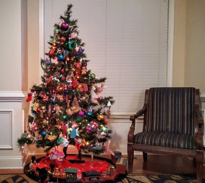 To the lonely on Christmas, let this tree be an example that hope, faith and love still exist!