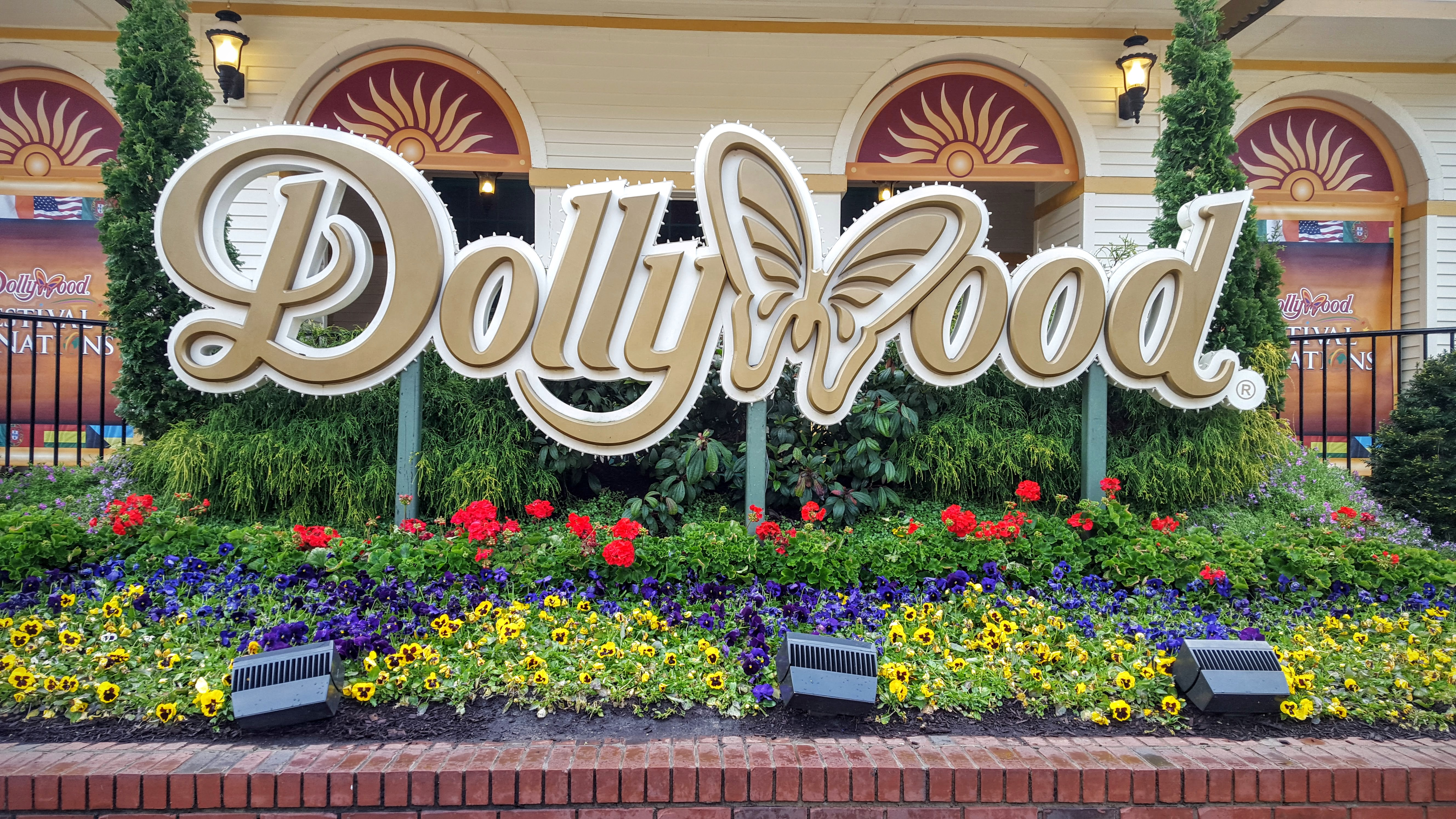 Worlds Fastest Wooden Roller Coaster Coming To Dollywood