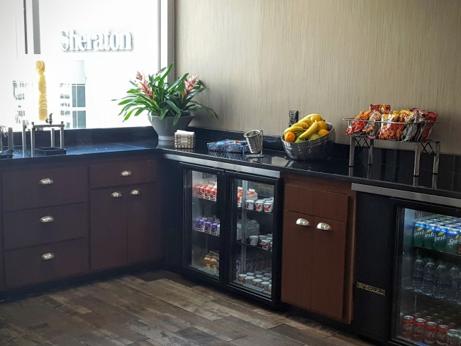 Sheraton Atlanta Club Lounge includes snacks and drinks throughout the day.