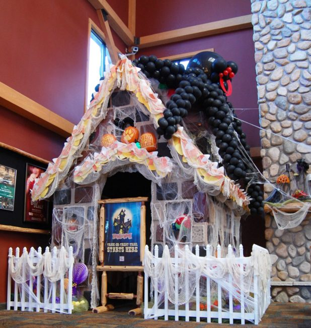 Visit the Howl-O-Ween at Great Wolf Lodge to get some good Halloween DIY tips for your own home.